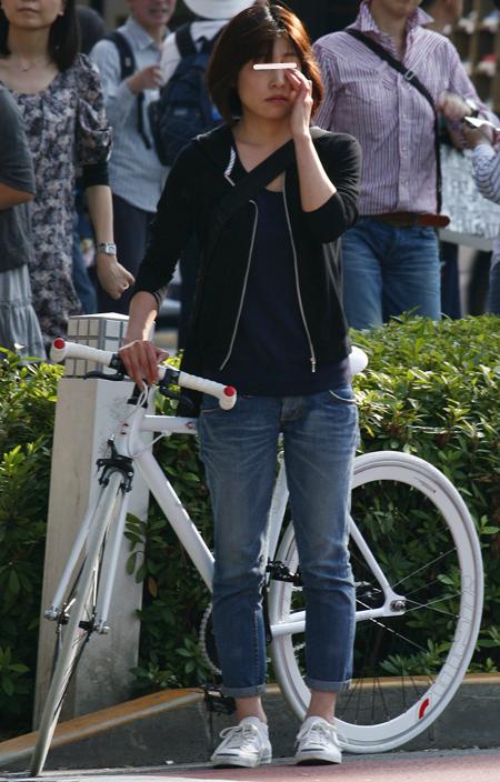 スポーツタイプの自転車が女性 ...