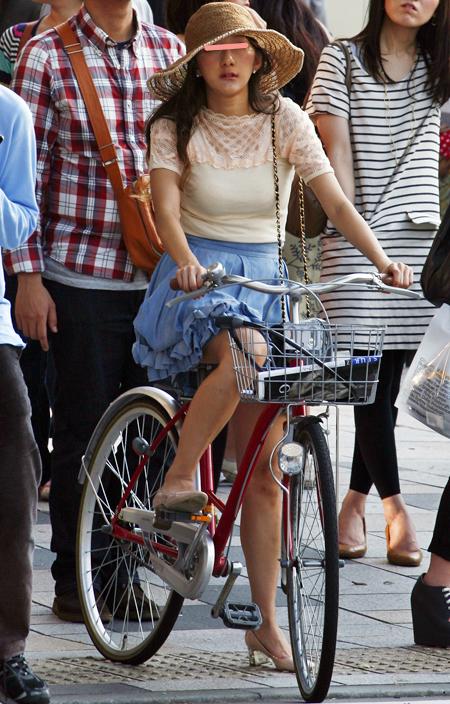 自転車の 街乗り 自転車 ファッション : ... ファッションで自転車に乗る姿