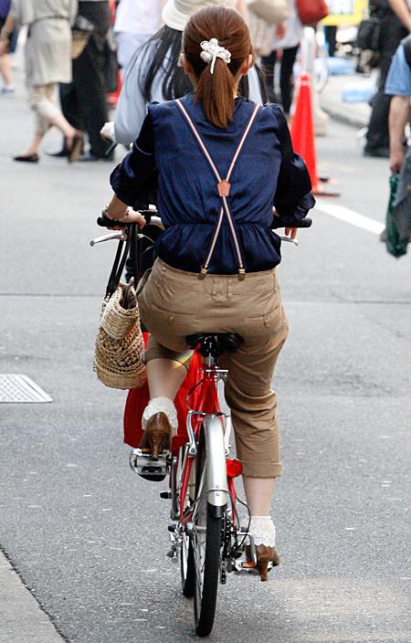 自転車の 自転車 街乗り ファッション 女子 : 女の子には小型の自転車が支持 ...